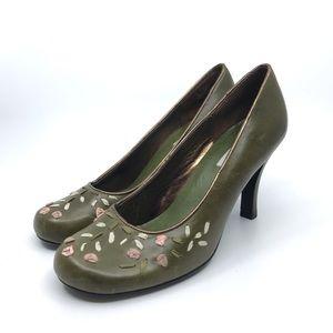 Steve Madden Shoes - STEVE MADDEN OLIVE GREEN & FLORAL ROUND TOE PUMP